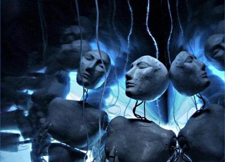Генетические эксперименты темных сущностей-хищников превратили человечество в существ с ограниченными способностями Ludi