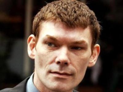 Хакер Гэри Маккинон, которые предположительно нашёл в компьютерах американских властей фото с НЛО и списки «внеземных офицеров».